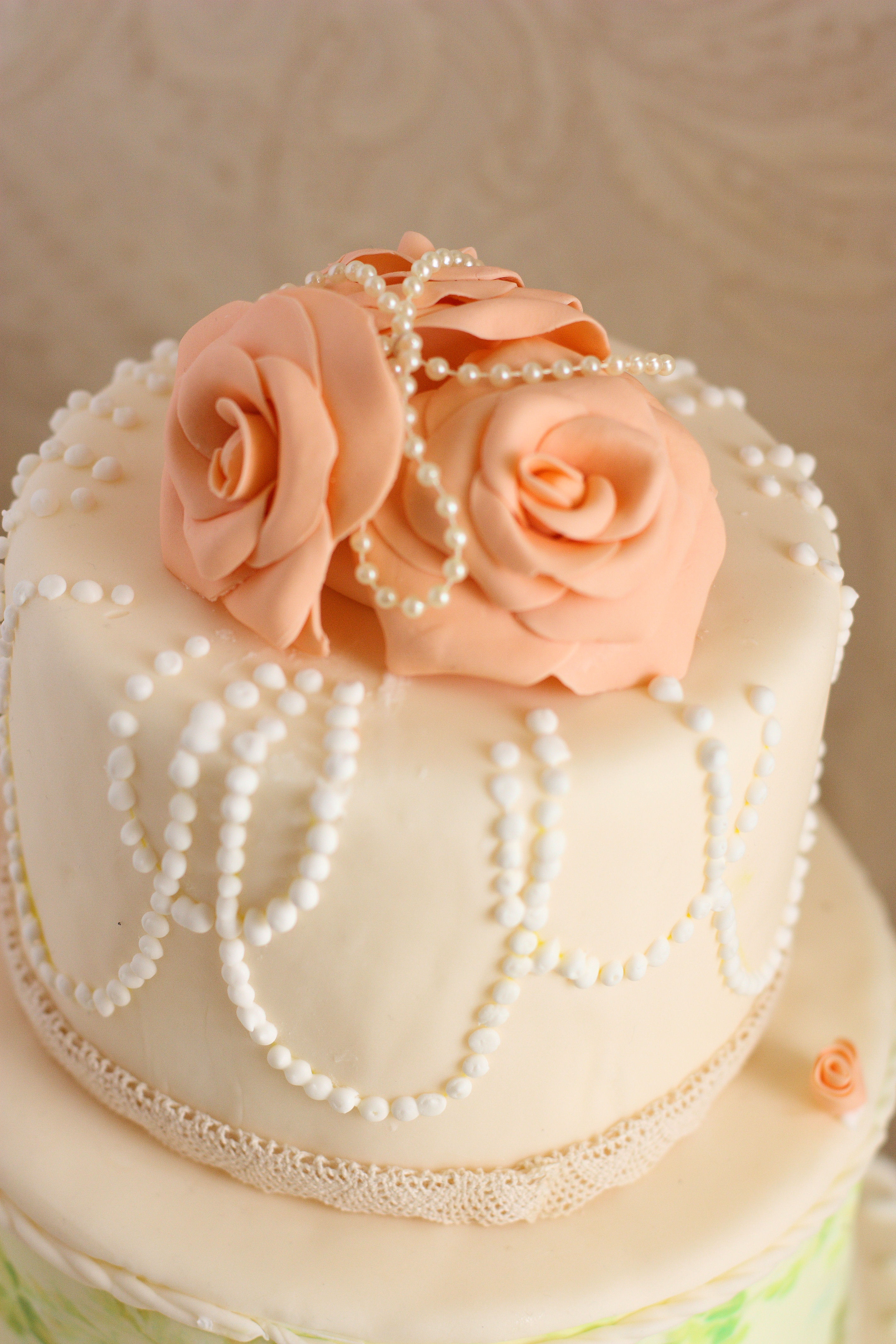 The gallery for Wedding Cakes With Pearls And Roses